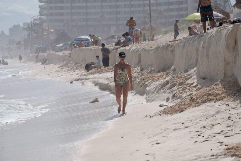 Más de un metro de altura la erosión en playa Delfines.