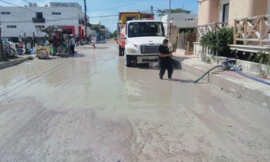 Esta semana concluirán los trabajos de desaguar las calles de Holbox.