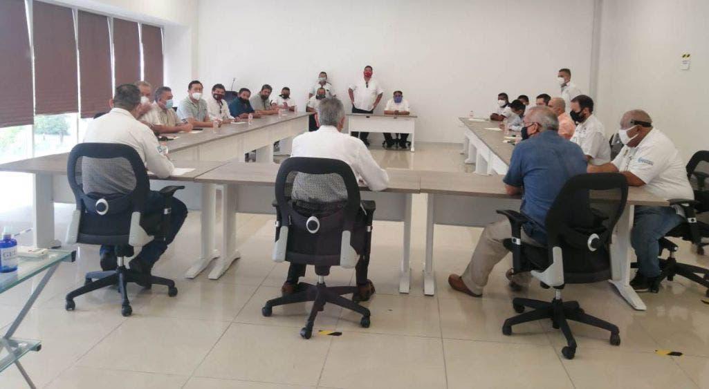 Taxistas de Cancún no suspender el servicio a pesar de amenazas.
