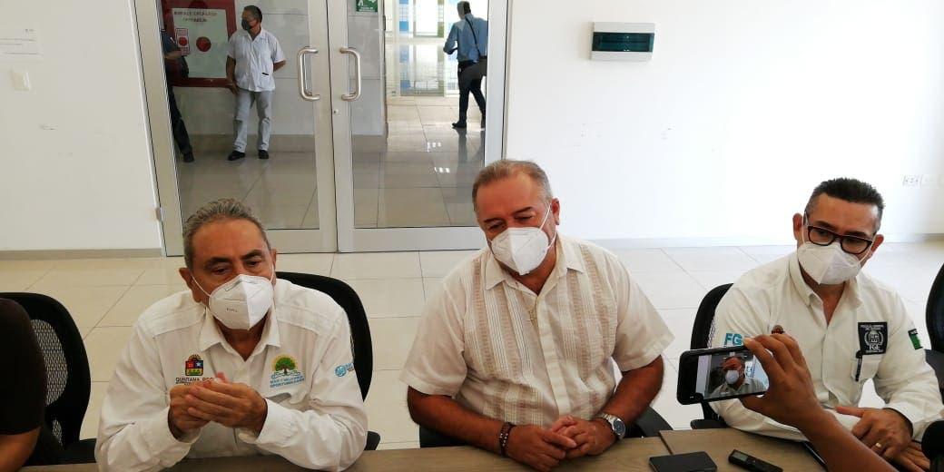 Taxistas de Cancún no suspender el servicio a pesar de amenazas; dirigentes del gremio se reúnen con autoridades para demandar seguridad.