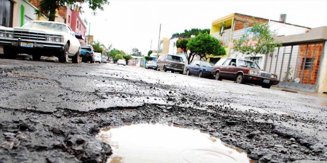 Tarea interminable reparar los baches en Cancún.