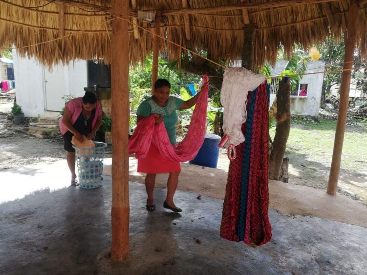 Reclaman apoyo mujeres urdidoras de hamacas de Kantunilkín.