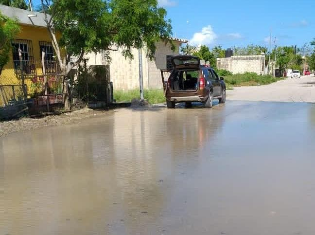 Fugas dejan sin agua potable a colonias de nueva creación en Cozumel.