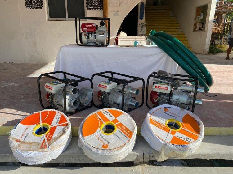 Asociación de Hoteles de Holbox dona material para desaguar calles.