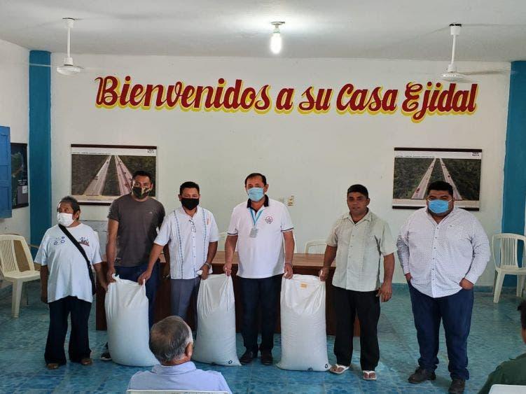 Entregan apoyo apícola a productores de Lázaro Cárdenas.