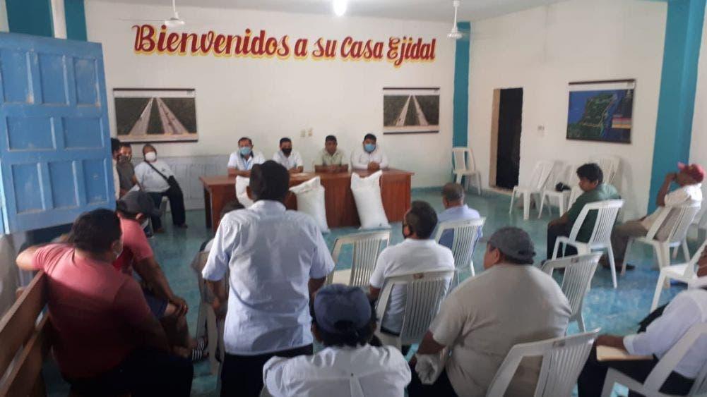 Entregan apoyo apícola a productores de Lázaro Cárdenas; campesinos fueron severamente afectados por los fenómenos hidrometeorológicos.