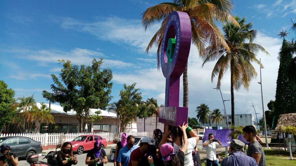 Se apoderan feministas del Congreso de Quintana Roo; no permitirán el acceso hasta que aborden el tema del aborto con los 25 diputados.