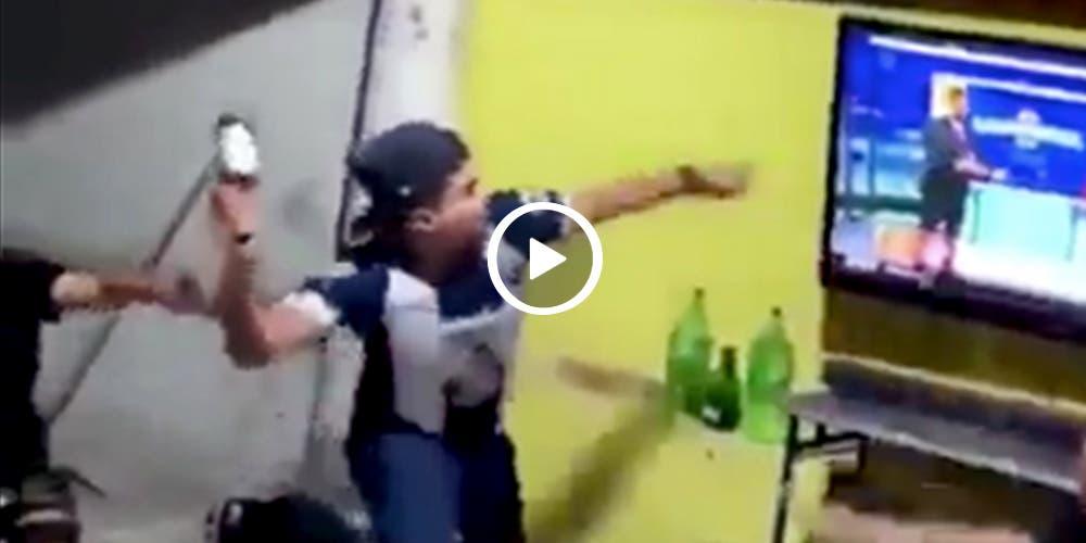 Aficionado Rayado rompe su TV tras perder vs Puebla