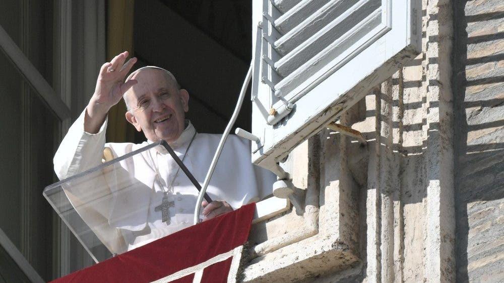 Pide el Papa Francisco tender la mano a los pobres en esta Navidad.