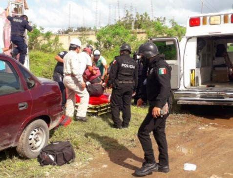 Hunucmá: Trabajador se electrocuta; queda colgando en la altura