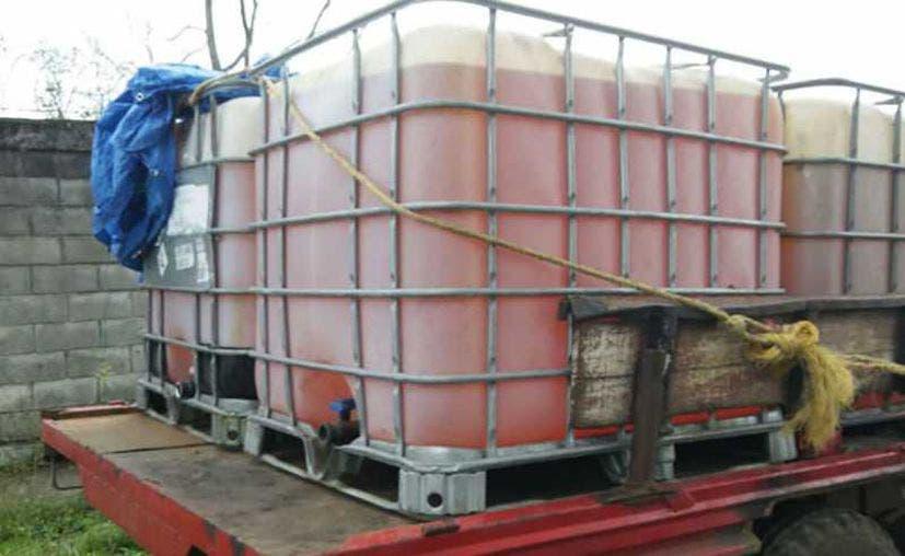 Aseguran 36 mil litros de huachicol que se encontraba en un predio sospechoso.