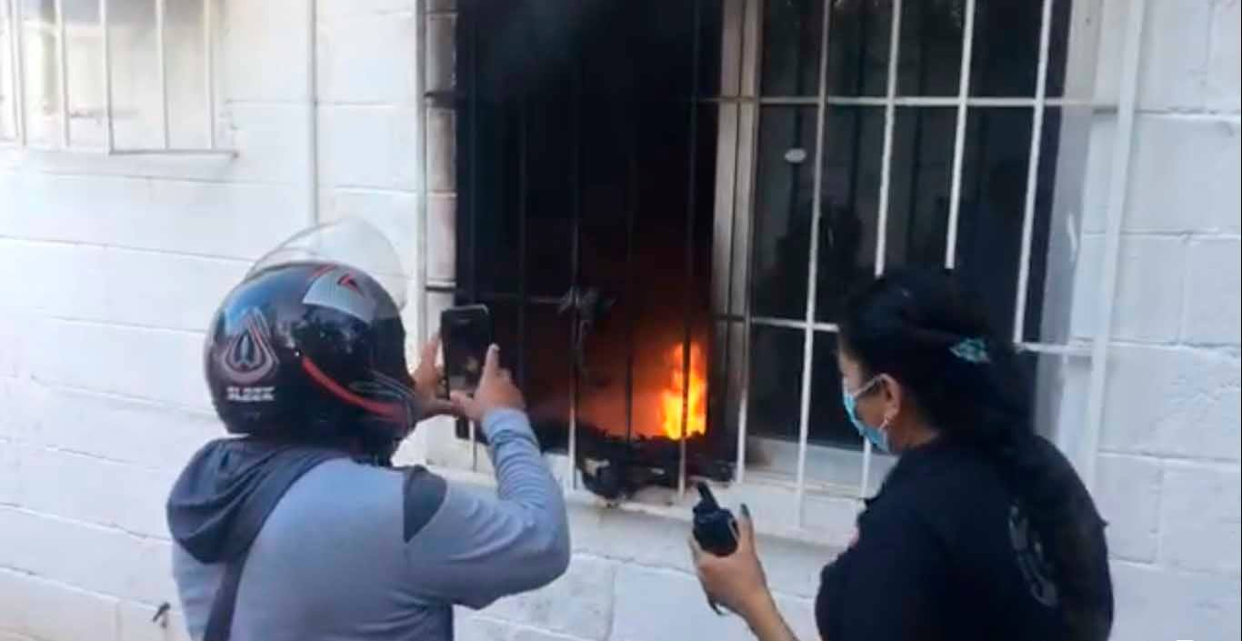 Manifestantes vuelven a vandalizar Palacio Municipal de Cancún