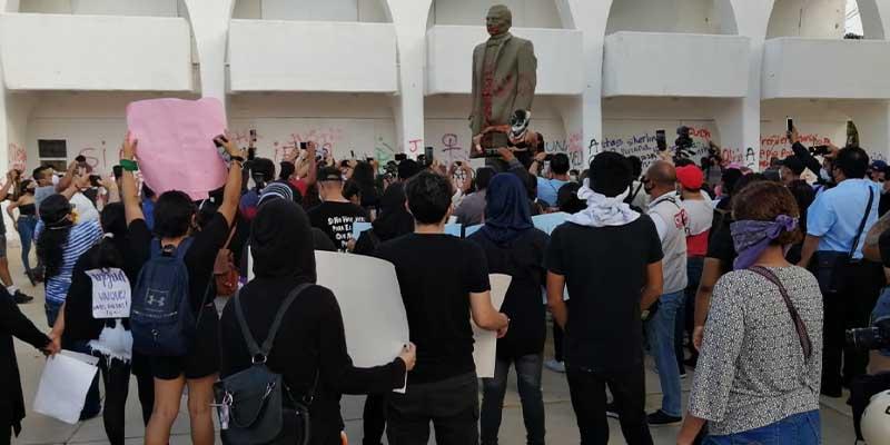 Manifestación feminista se sale de control en Cancún