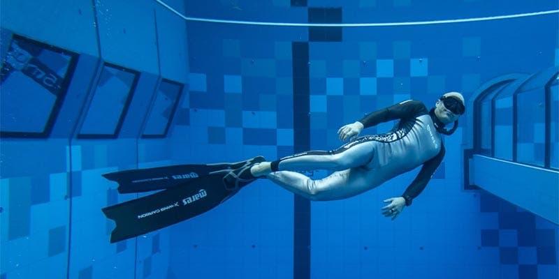 Inauguran la piscina más profunda del mundo