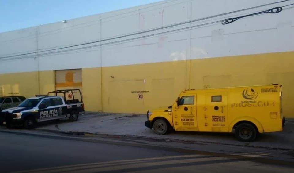 ¡No es inocentada! Roban camioneta de valores en Cancún.