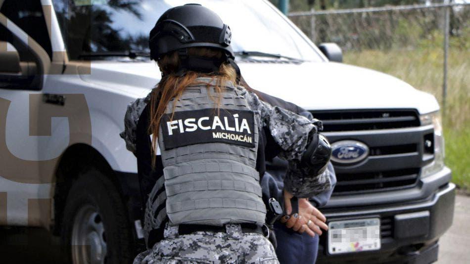 Sujeto intenta vender a su hija recién nacida; es detenido por la FGE