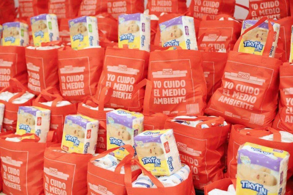 Cadena comercial Oxxo, dona apoyos alimentarios y artículos de bebé a Mérida