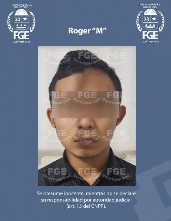 """Detienen a dos narcomenudistas en fraccionamiento de Playa del Carmen; a Roger """"M"""" y Pedro """"C"""" les decomisaron 12 kilos de marihuana."""