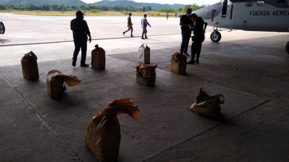 Se estrella narcoavión en Guatemala; en Quintana Roo le perdieron la pista a uno; hay un piloto mexicano entre los detenidos.