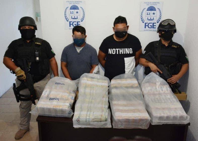 En Cancún detienen a tres por robo millonario en camión blindado.