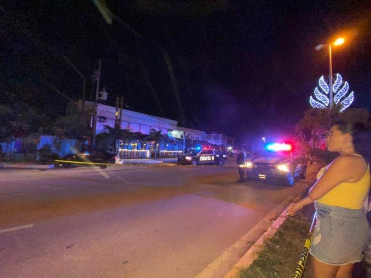 """Otra ejecución en céntrico bar de Tulum; un hombre fue asesinado a balazos en """"La Chingada"""" tras una aparente riña."""