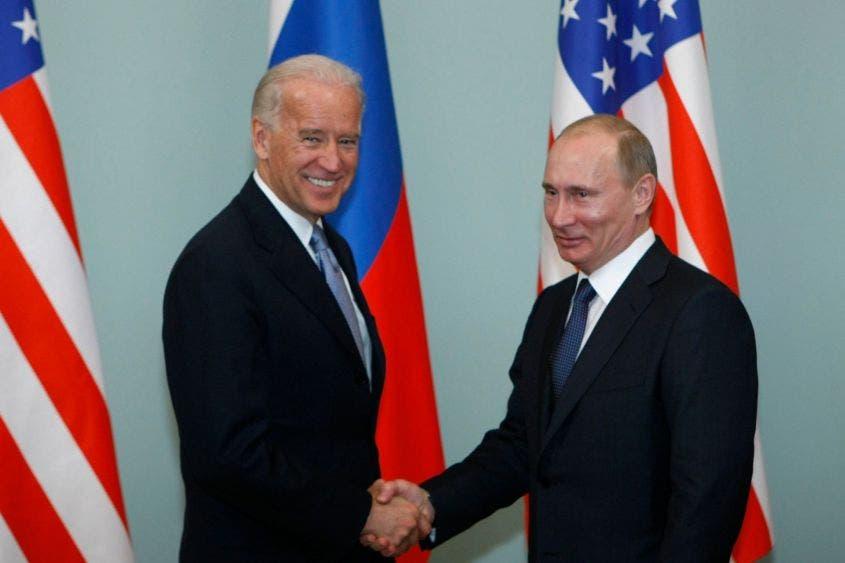Vladimir Putin felicita a Biden por ganar la Presidencia de EU.