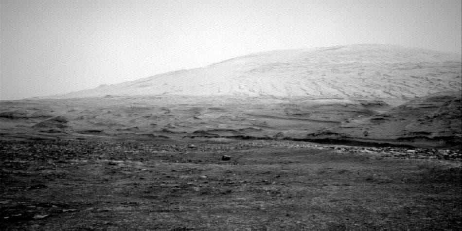 """Fotografían a """"Isla Davaar"""" en Marte, una roca oscura"""