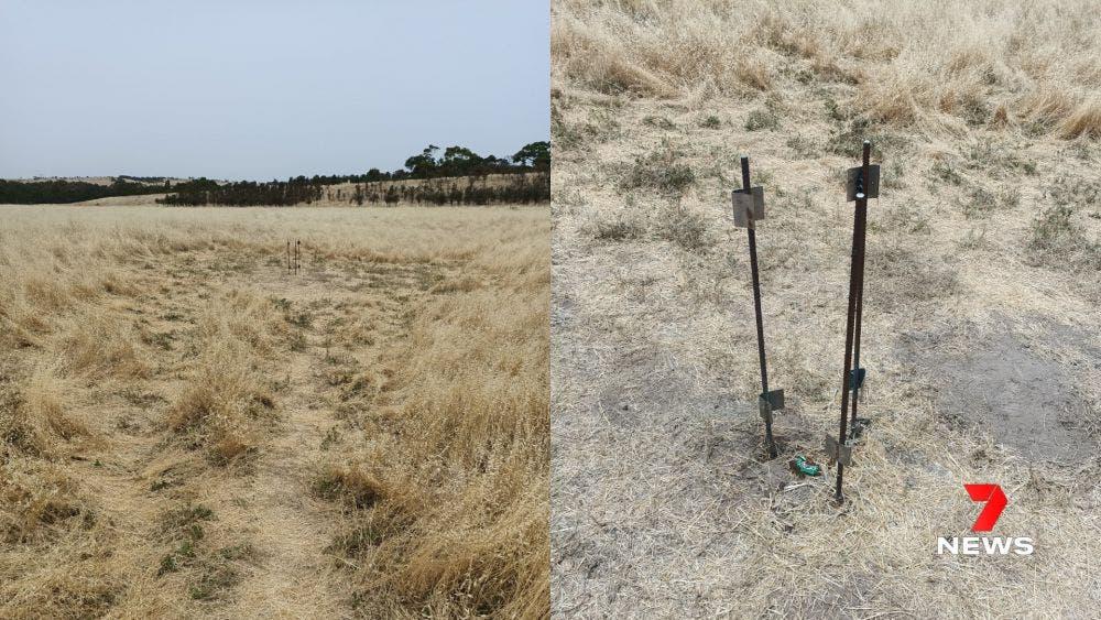 Desapareció el monolito en Australia, y lo único que quedó en el sitio fueron una par de varillas de acero donde fue montado.