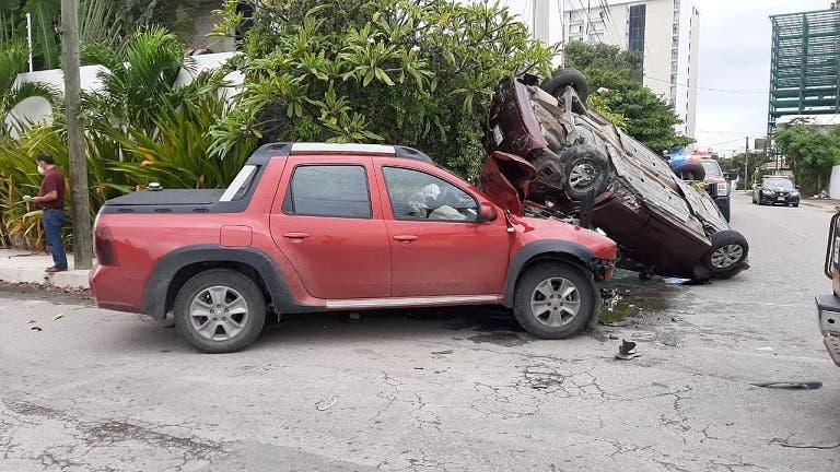 Terrible accidente deja prensadas a dos mujeres en la colonia Montes de Amé, Mérida