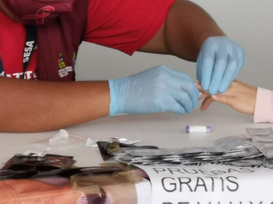 Realizan en Cancún jornada de pruebas rápidas de VIH.