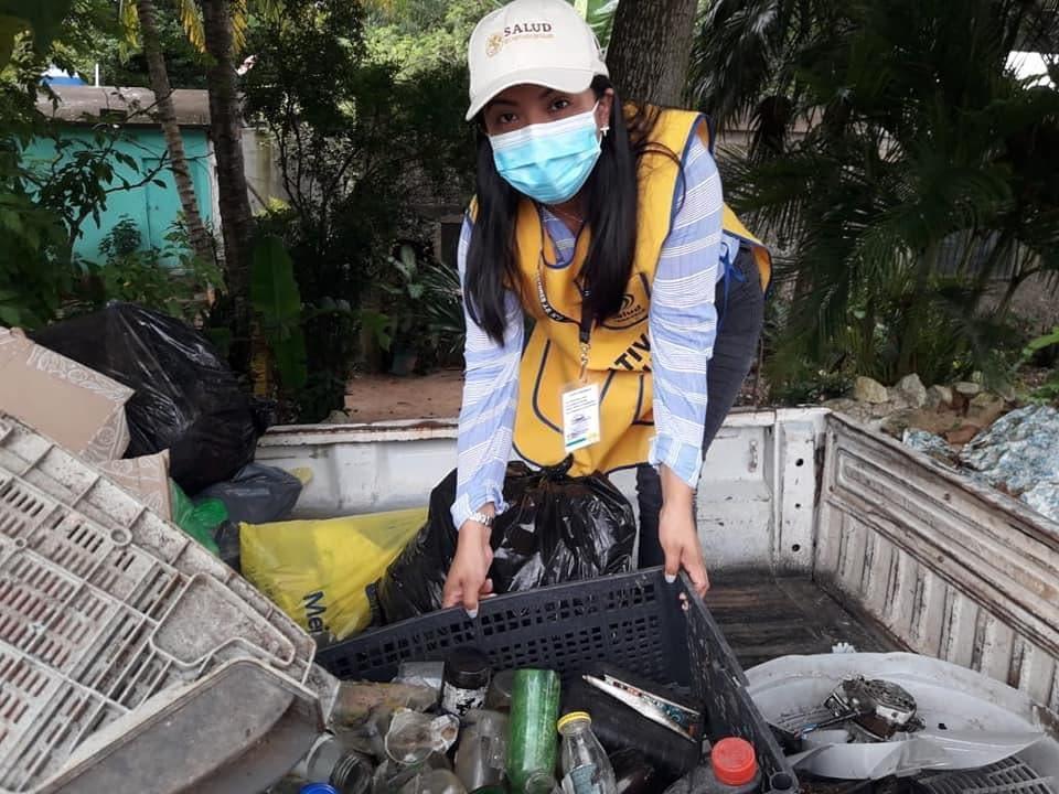 Combaten con ovitrampas el dengue en la Zona Maya; se pide a la población contribuir con patios limpios y libres de cacharros.