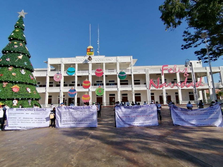 Afiliados al Sitacobaqroo exigen cumplan con prestaciones laborales.