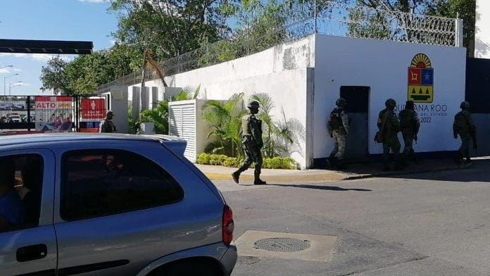 En Cancún catean fraccionamiento por caso de desaparición de albañiles.