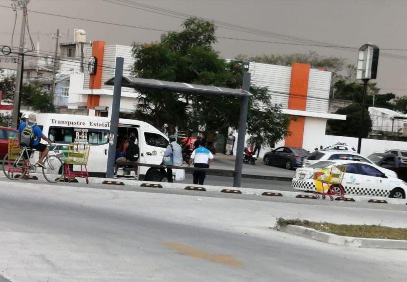 En Cancún verifican que transportes no sobrepasen el límite de pasajeros.