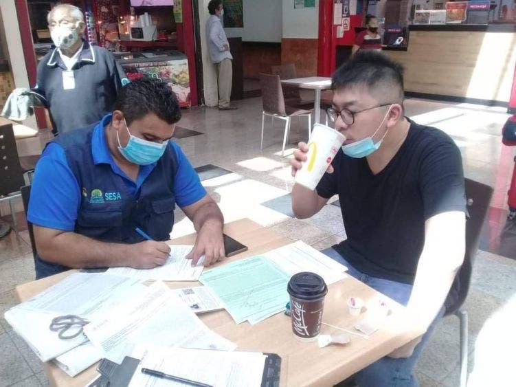 En Quintana Roo desalojaron 34 restaurantes por violar el horario.