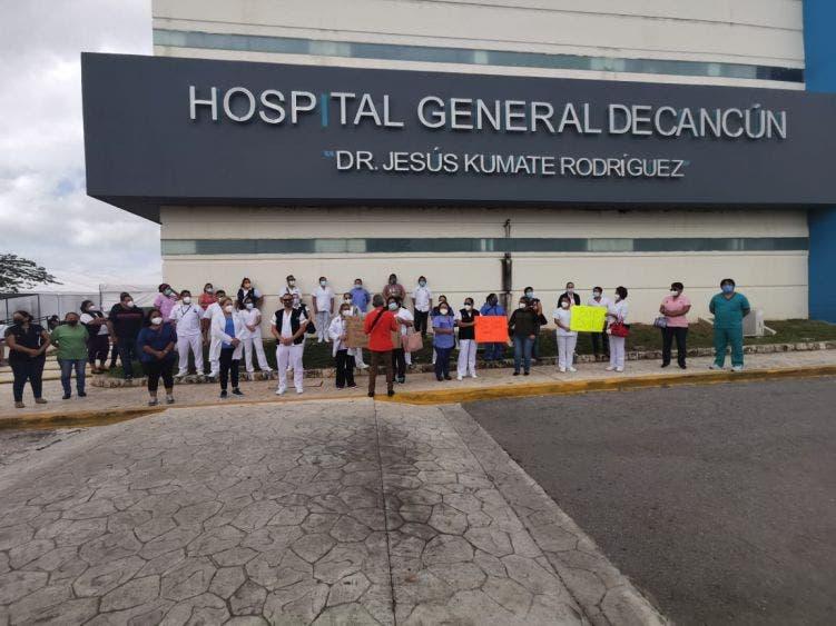 300 profesionales de salud dejarán de laborar en el Hospital General de Cancún.