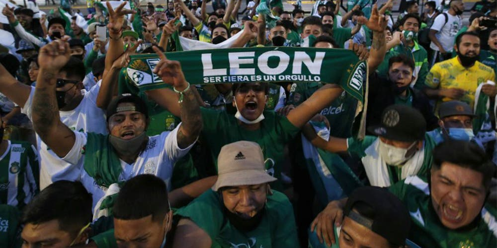 Aficionados del León se olvidan del covid y salen a festejar