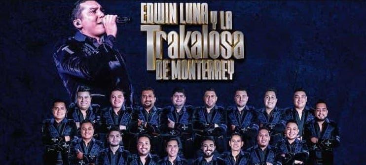 El Vaquero regala saco de Edwin Luna de la Trakalosa de Monterrey