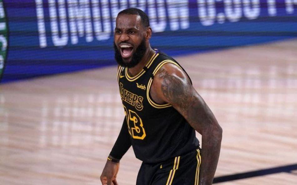LeBron James enfurece al ver que golpean a un niño.- 'The King' se mostró indignado por la acción de un entrenador de futbol americano.