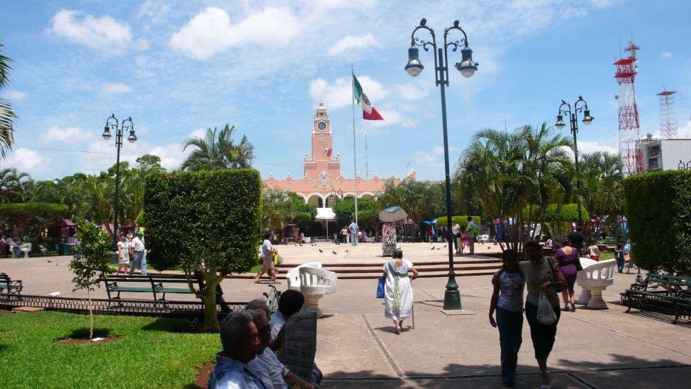 Detienen a mujer que recibió piropo de un adulto mayor y lo agredió en Mérida