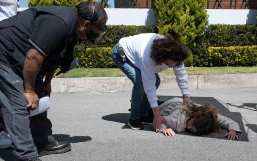 Issabela Camil sufre accidente al intentar cruzar la calle