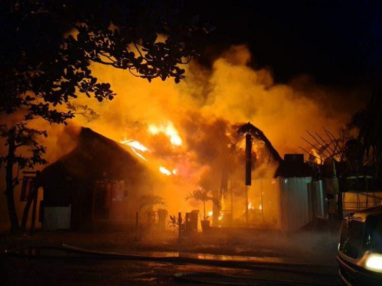Pavoroso incendio en la Zona Costera de Tulum.