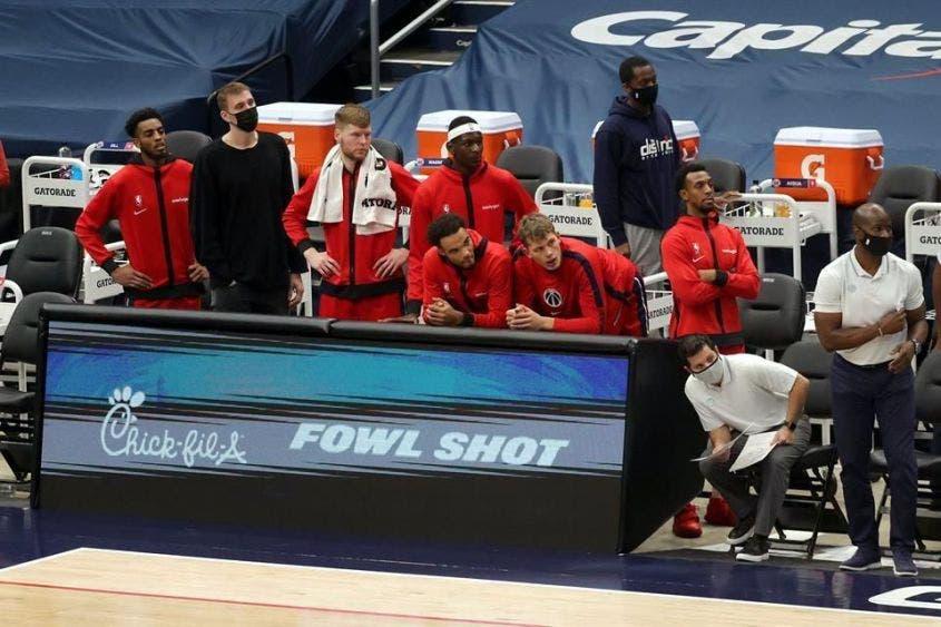 NBA prohibirá hasta choque de mano para evitar contagios