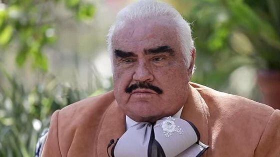 Vicente Fernández casi se ahoga durante entrevista y le hacen MEME