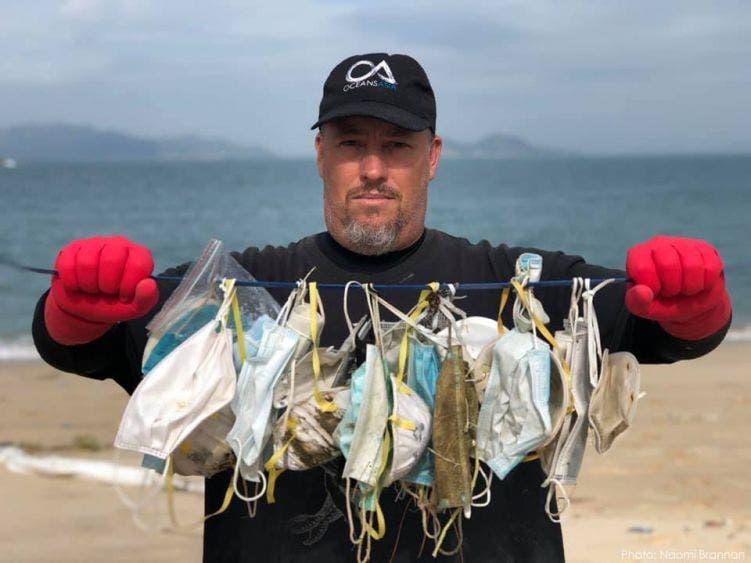 En el 2020 terminaron en el mar unos mil 560 millones de cubrebocas.