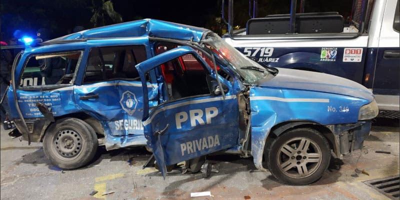 Muere una mujer tras chocar patrulla contra vehículo particular.
