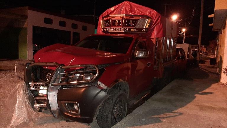 Sujetos alcoholizados se impactan contra una vivienda en Mérida