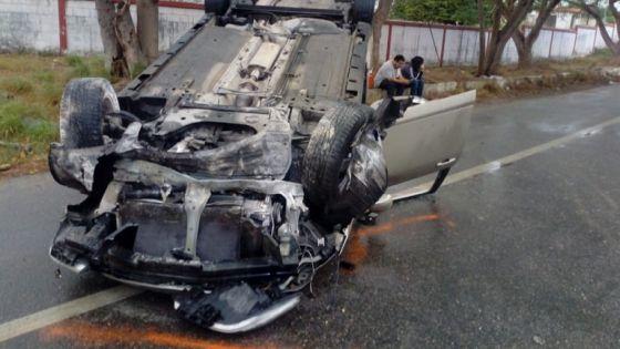 Termina con lesiones mujer que volcó en la vía Mérida-Umán
