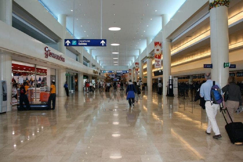 En picada aeropuerto de Cancún en 2020; cayó tráfico aéreo casi 50 %