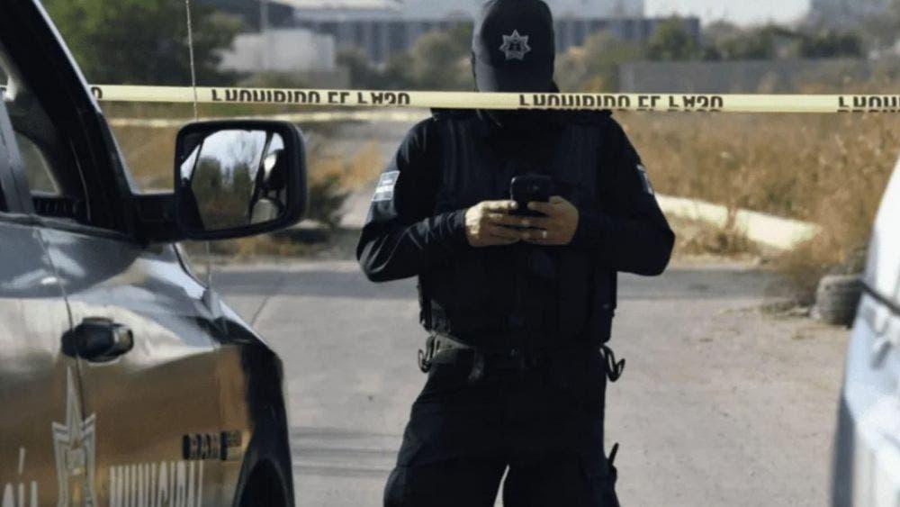 Atacan a balazos a policía y además asesinan a su hermano